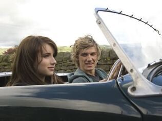 Emma-roberts-and-alex-pettyfer