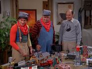 Mork & Mindy ep 4x13 - Playing with Mearth's toy trains