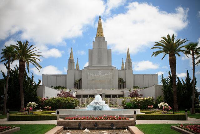 File:Oakland-california-temple-fountain-1237789-wallpaper.jpg