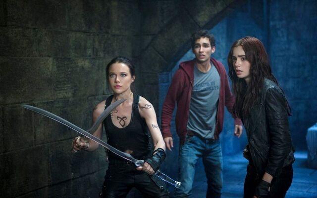 File:TMImovieCOBpromo Isabelle, Clary, & Simon 02.jpg