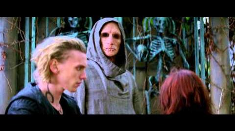 The Mortal Instruments City of Bones - TV Spot Friendship