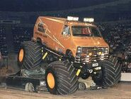 0610dp 10 z+rollin thunder monster truck+coming off cars