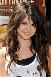 Selena-gomez-awi-7