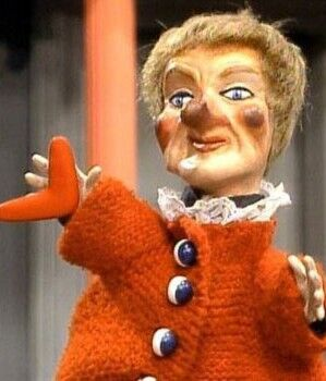 Lady Elaine Mr Rogers Neighborhood Wiki Fandom