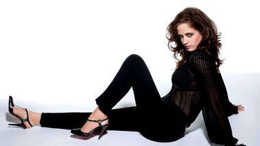 Eva-Green-Sexy-pose-HD-wallpapers-Free-Download-AMB