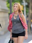 BlakeLively-pics-2011-pictures-bio-hot-12