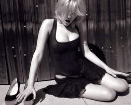 Scarlett Johansson y-6