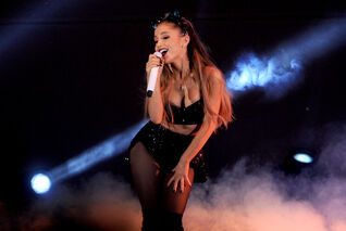 Ariana-grande-at-cbs-we-can-survive-2014