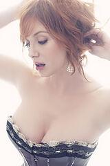Christina-hendricks-cleavage-new-york-small-03