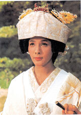 Chica-Bond-5-Akiko-Wakabayashi ampliacion