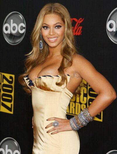 Celebrity-cleavage-Beyonce-jpg 094004
