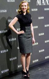 Scarlett-johansson-mango-promotion5 2263