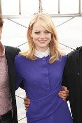 Emma stone vestido azul cuello