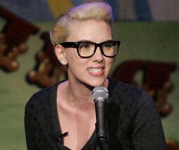 Scarlett+glasses