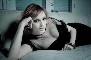 Christina-hendricks-black-dress