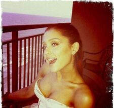 Xariana-grande-cleavage.jpg.pagespeed.ic.yB8g RE3fn