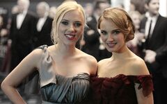 Natalie-portman-is-hotter-than-scarlet-johansson-because-science-382636