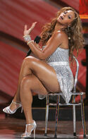 Beyonce-in-the-chair