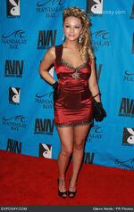 2008-ashlynn-brooke-2008-avn-awards-red-carpet-0vYlBz