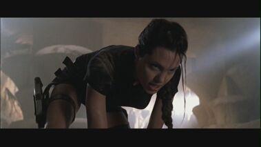 1 Angelina-Jolie-in-Lara-Croft-Tomb-Raider-angelina-jolie-25515431-1280-720