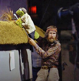 Jim and reporter Kermit grass
