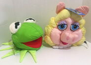 Play by play muppets inc 1997 miss piggy and kermit face plush nylon 1
