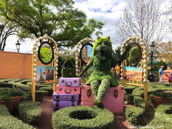 Epcot-Flowe-and-Garden-Miss-Piggy-Topiary