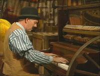 3062-Pianist