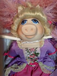 Marie Antoinette doll - close-up