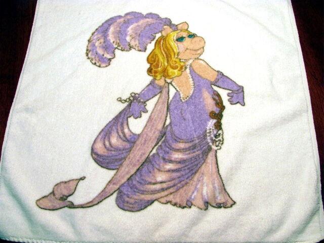 File:Martex 1980 miss piggy hand towel 3.jpg
