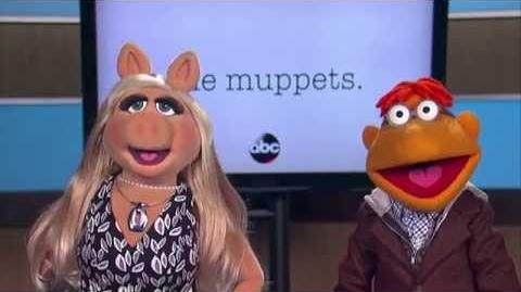Showbiz Express - Miss Piggy & Scooter of 'The Muppets'