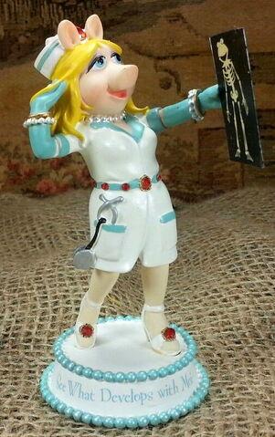 File:Nurses are so stylish piggy figurine hamilton colleciton.jpg