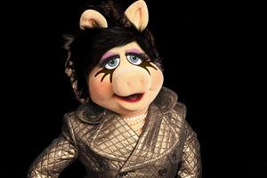 Burberry-Piggy-MAC-Ad-(2012)