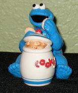 Enesco 1993 salt pepper shakers cookie monster jar 1