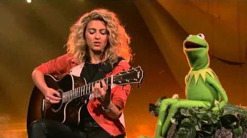 "Tori Kelly and Kermit the Frog Sing ""Rainbow Connection"""