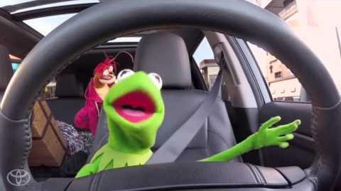 The Muppets Fill Up the Toyota Highlander Before the Premiere Toyota
