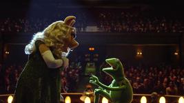 MuppetsMostWanted-Constantine-Piggy-Proposal