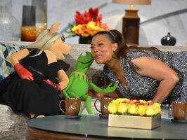 Kiss Queen Latifah Kermit