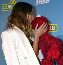 Kiss Olivia Wilde Elmo