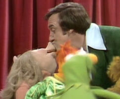 Kiss Jim Nabors and Piggy