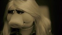 Miss Piggy Adele Hello spoof 01