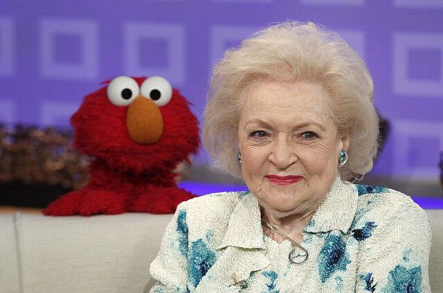 File:BettyWhite-Elmo.jpg
