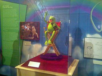 Exhibit-JimHensonPuppeteer-Kermit01