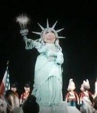 Miss piggy muppet vision