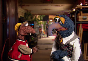 TheMuppets-Behind-The-Scenes-Interviews-Rizzo-Gonzo