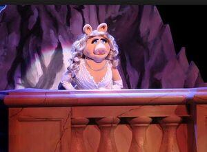 Piggy Presenting