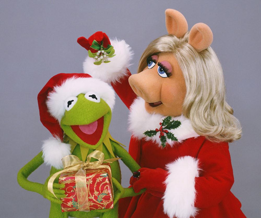 Image - Miss-Piggy-Kermit-Christmas.jpg | Muppet Wiki | FANDOM ...