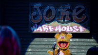 TheMuppets-S01E05-JokeWarehouse-Fozzie