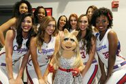 LAClippersGame-(2015-03-15)-Piggy&LAClippersSpiritDancers