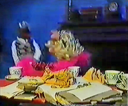UK-TV-PiggyKarateChoppingGonzo